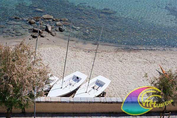 Spiaggia sottostante l' Albergo Marinella